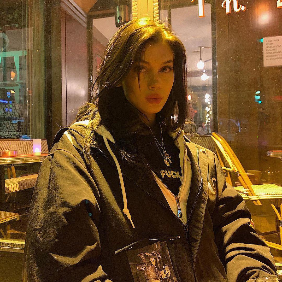 Sahar Luna On Instagram Little Head Big World In 2021 Aesthetic Girl Grunge Girl Pretty Face