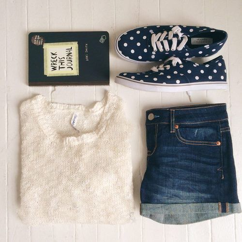 Image via We Heart It https://weheartit.com/entry/152136550/via/22004635 #clothes #fashion #girls #hipster #outfit #outfits #shorts #vans