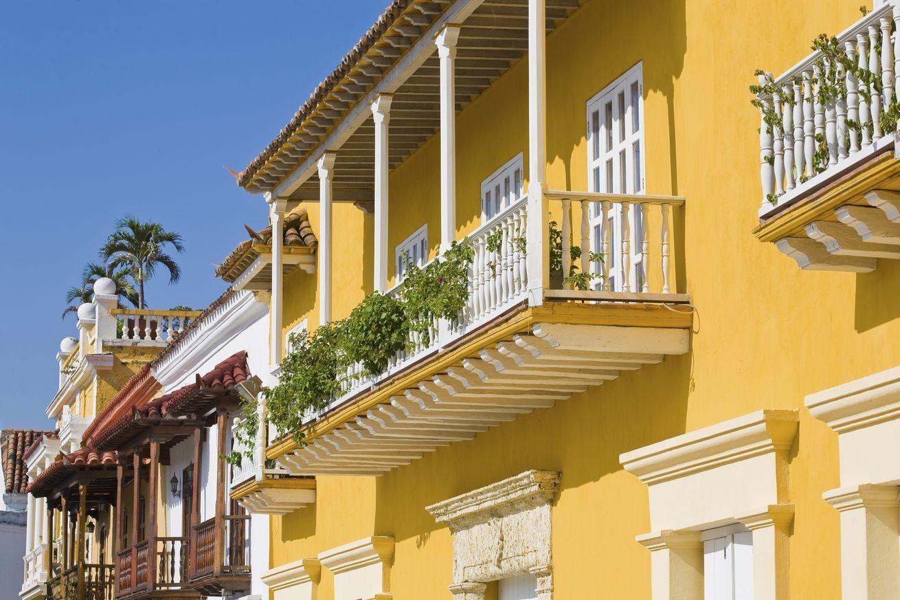 Casa estilo colonial colores buscar con google colores for Planos de casas estilo colonial