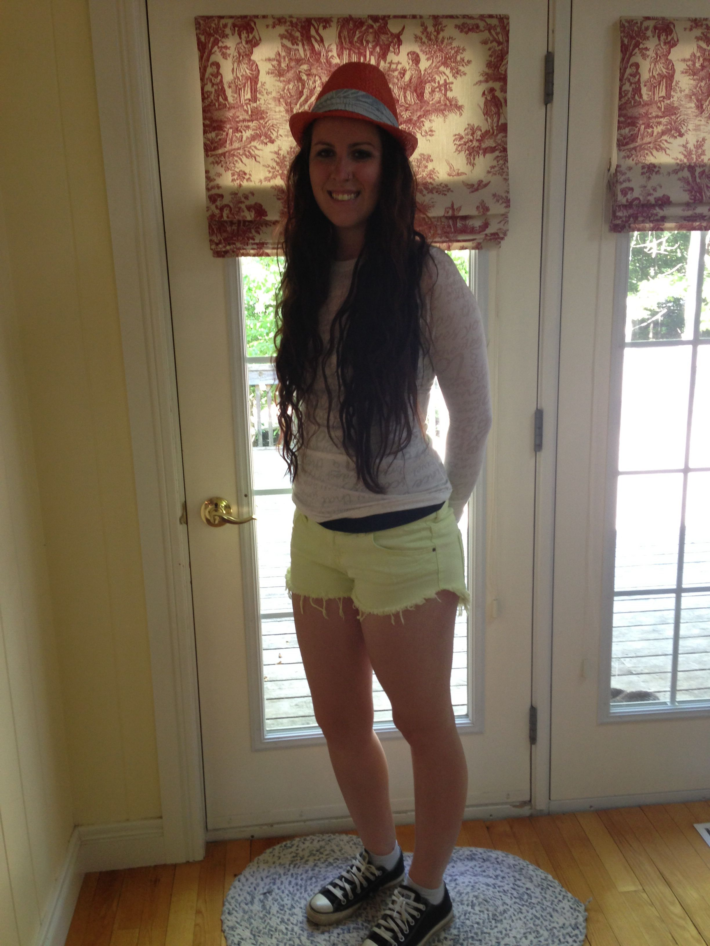 Yellow shorts and white top. Great summer outfit.