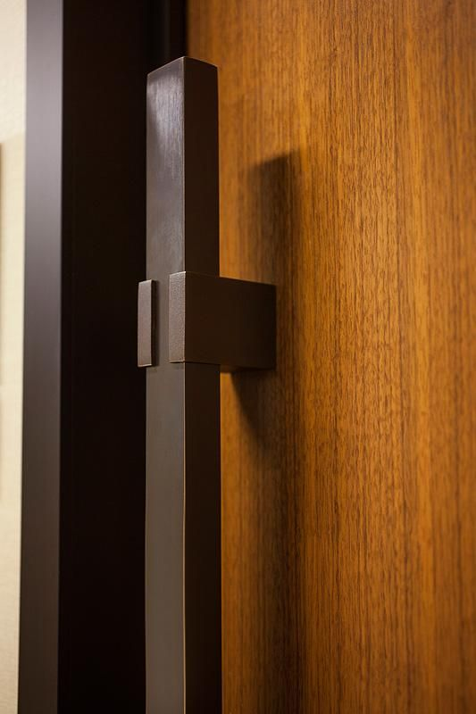 Quadrant Door Pull With Clamp Standoff In Stippled Oil Rubbed Bronze At Greenleaf Trust Building Birmingham Door Handle Design Door Handles Barn Door Handles