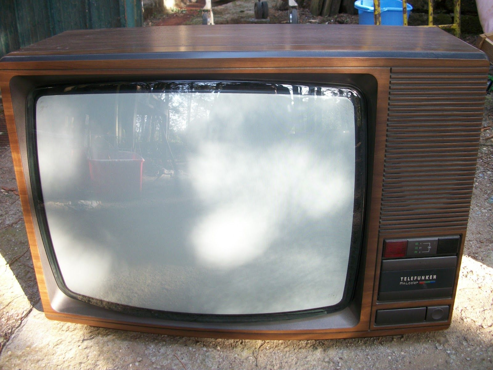 telefunken tv   80s   Tv videos, Box tv, Television