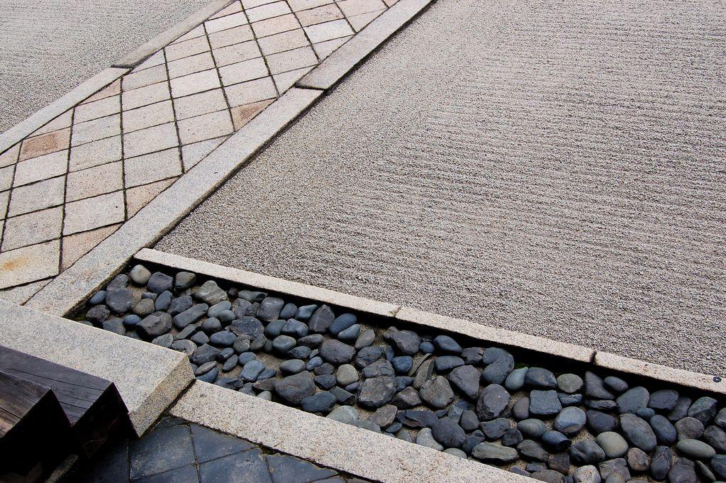 marvellous japanese zen rock garden design | Geometric karesansui This is a marvellous geometric sand ...