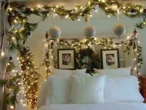 Christmas Decor For The Bedroom. So Cozy And Bright!