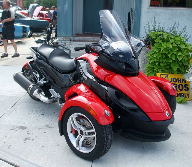 can am three wheeled motorcycle 3 wheel motorcycle pinterest scooters sidecar and wheels. Black Bedroom Furniture Sets. Home Design Ideas