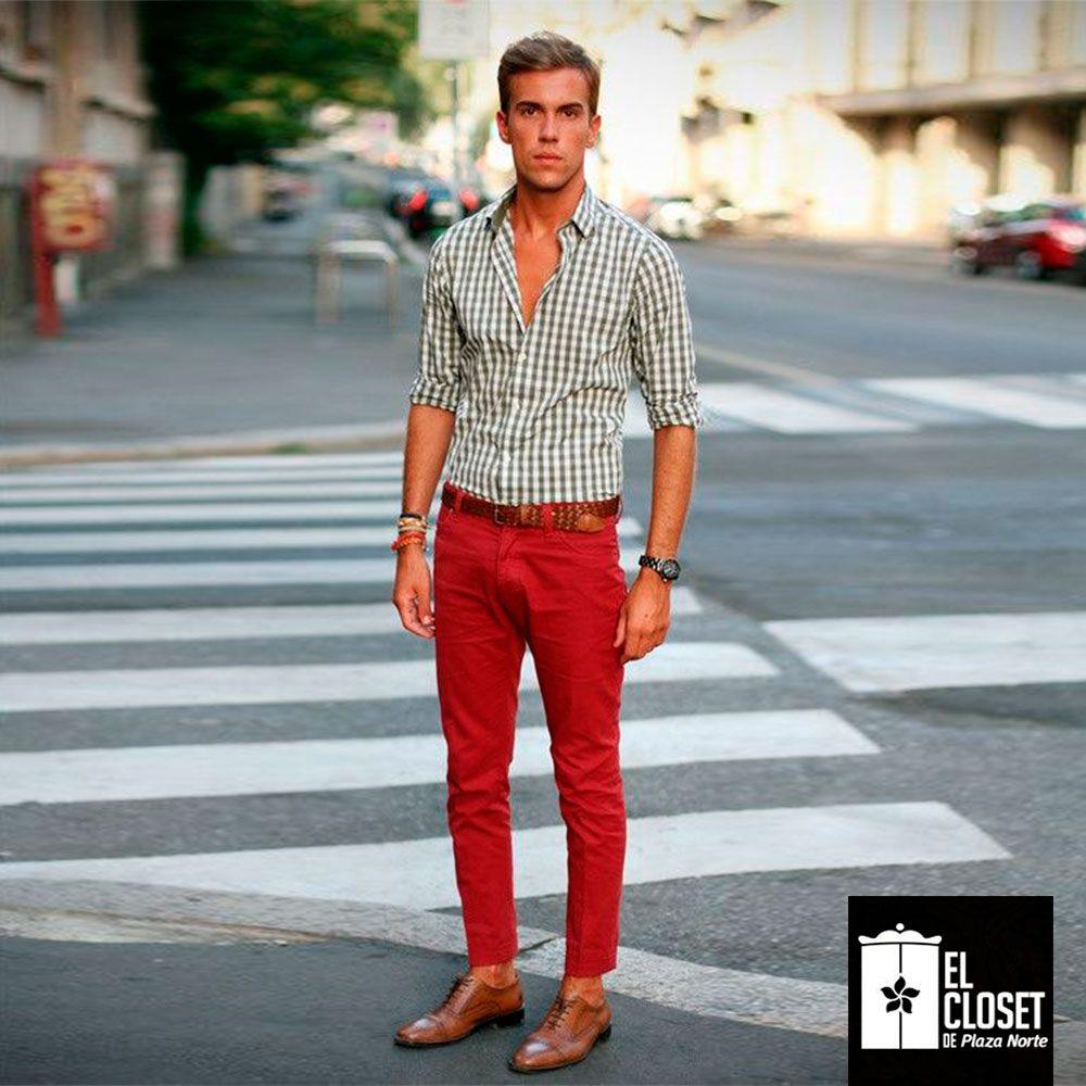 a7eb5466e4fef Los pantalones estilo pitillo son una buena opción.