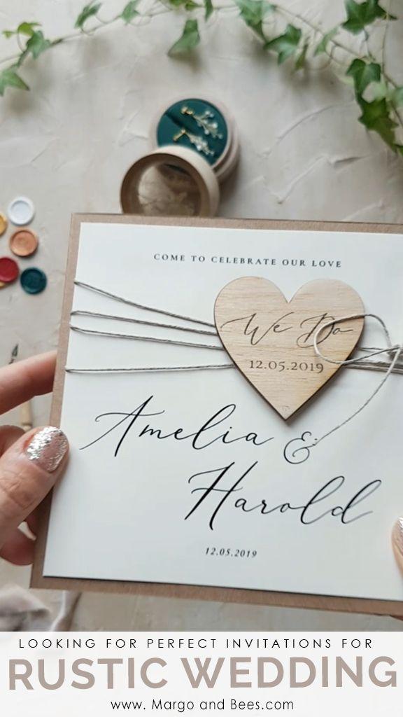 Rustikale Hochzeitsideen? Perfekte Einladungen mit Öko-Papier und Herz aus Holz #rusticinvitations #rusticwedding #countrysidewedding #ecoinvitations