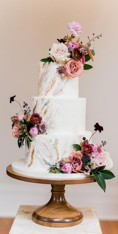 Marble wedding cake adored with autumn flowers #weddingcake wedding cakes