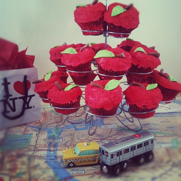 cute! apple cupcakes for a NYC-themed party