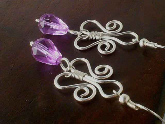 Purple lily earrings by Vera Nasfa, via Flickr