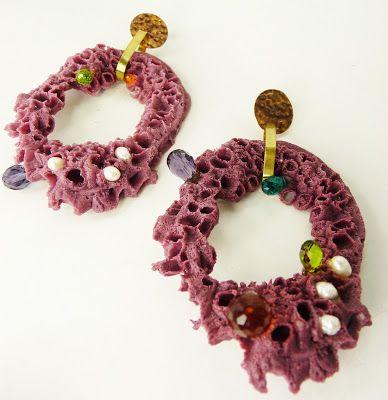 Casa Kiro Joyas. El reinado del picoroco. Copy of barnacle casted in resin, brass, pearls, crystals, silver