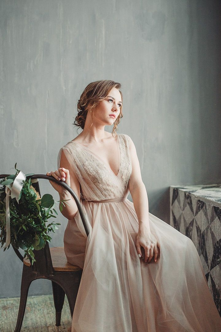 Rustic and cozy winter wedding styled shoot | fabmood.com #winterwedding #weddingdress #wedding #rusticwedding #neutralweddingdress