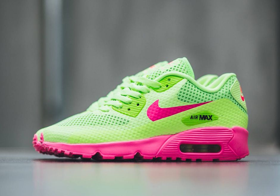 official photos 6abcc cc323 With this latest colorway, you can tell the Nike Air Max 90 is definitely  ready for summer. The forever-in-style retro runner gets a seasonal  makeover that ...