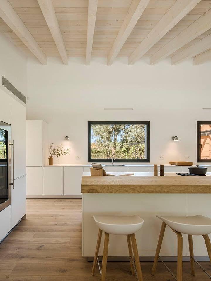 Una casa en el campo contemporánea no tiene porqué ser fría o retro ...