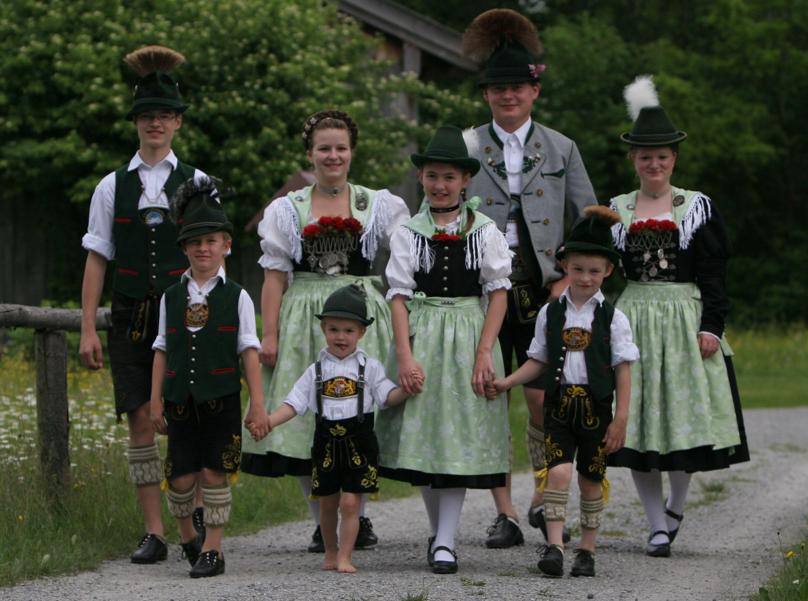 Картинки национальный костюм германии, новый год коллегам