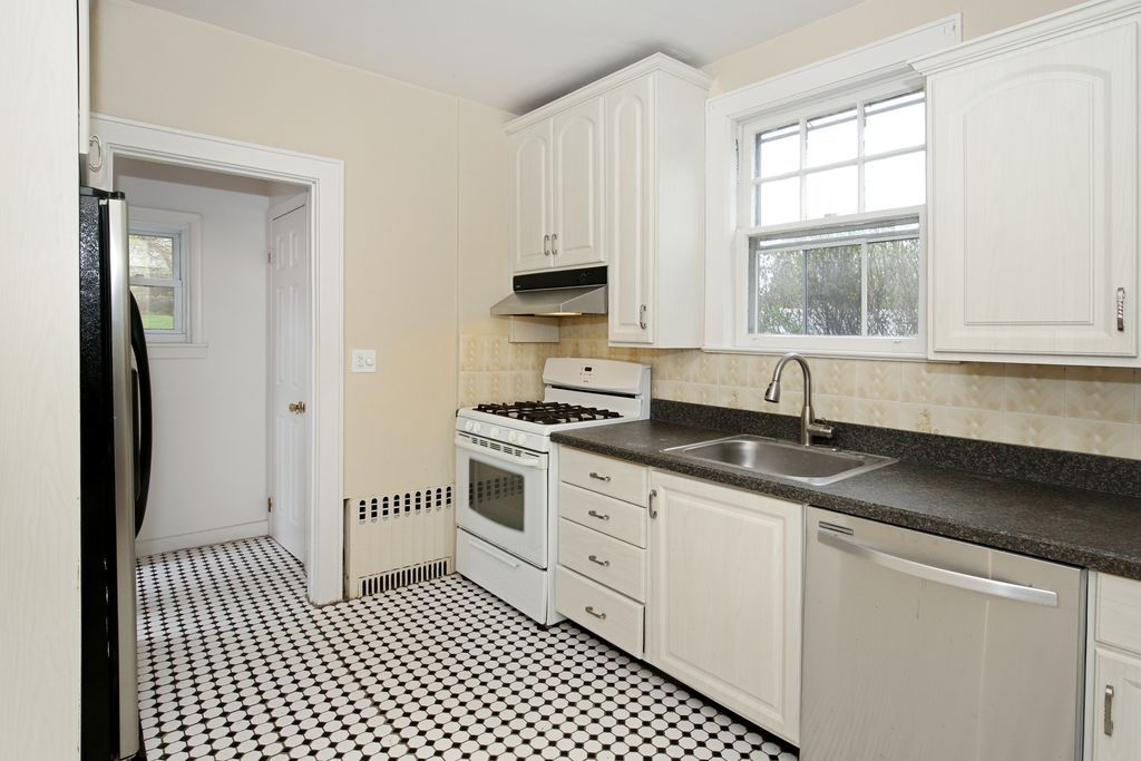 239 Mile Square Rd, Yonkers, NY 10701 | MLS #4717493 ...