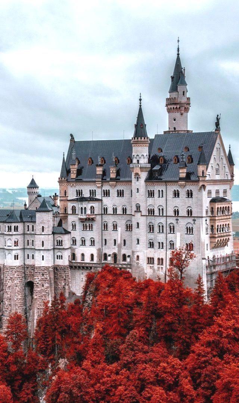 Neuschwanstein Castle In Fall Germany Germany Dans Notre Blog Beaucoup Plus D Informations Http Storelat Castillos De Alemania Lugares Hermosos Castillos