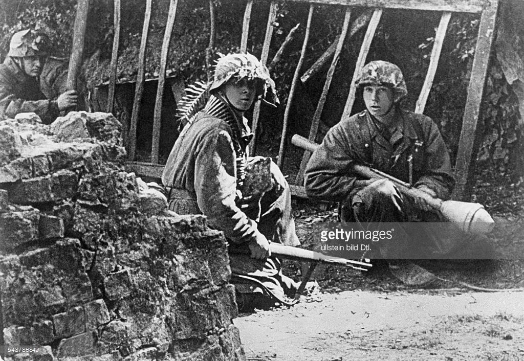 German Grenadiers Waiting For An Enemy Attack Normandy June July 1944 Wwii Photos History War World War Two