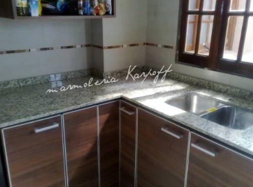 Mesadas de cocina en granito marmoles y silestone bachas for Marmoles para cocinas
