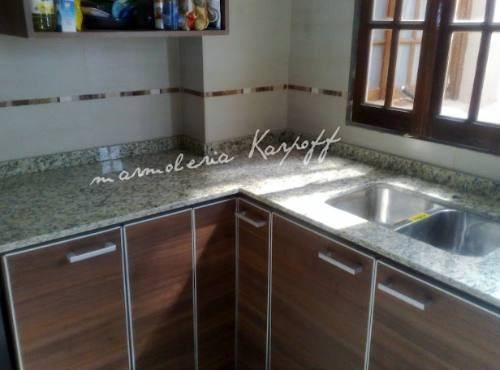 Mesadas de cocina en granito marmoles y silestone bachas for Mesadas para cocina