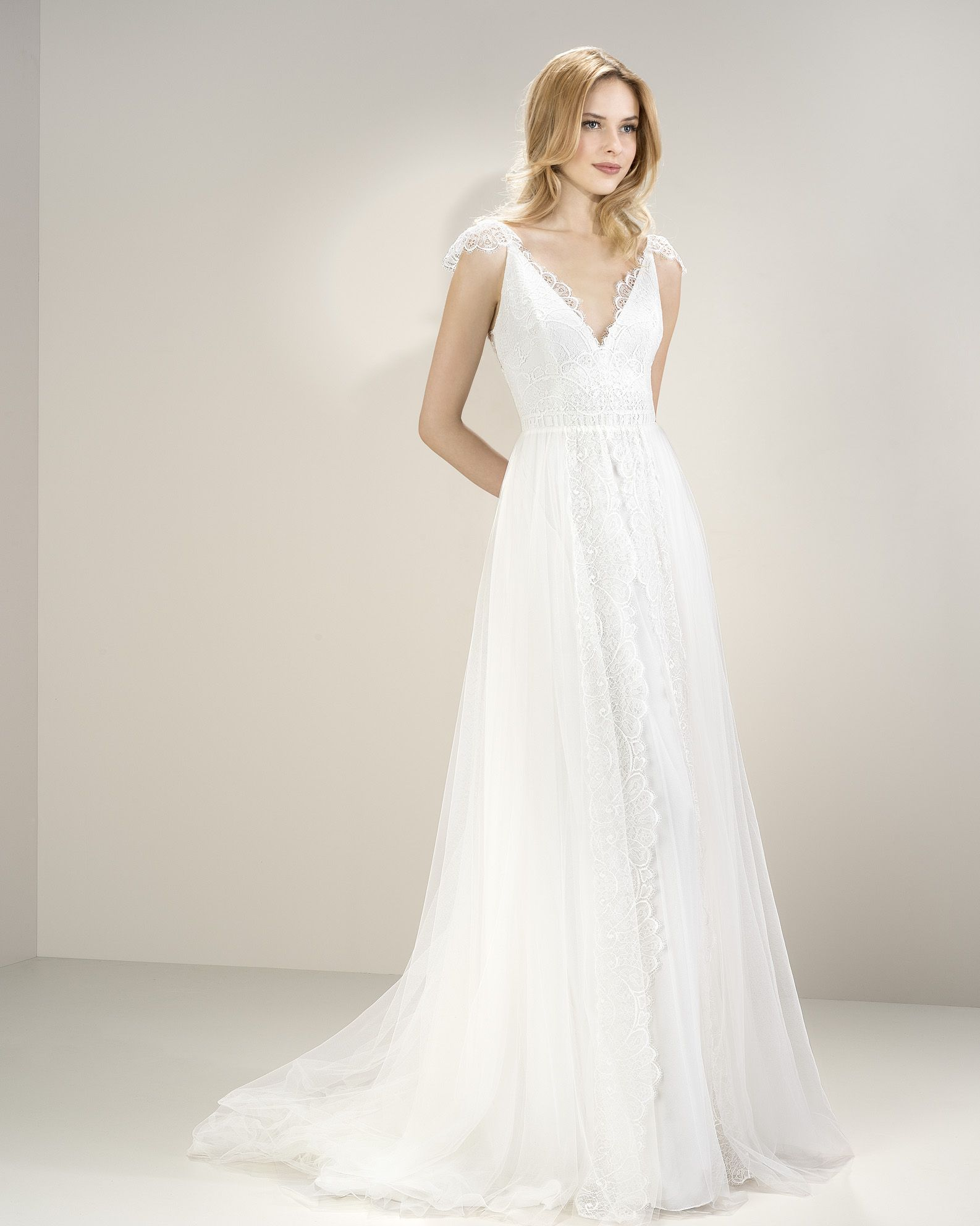 Andrea Bambridge Wedding Gowns Bespoke Bridal Wear And Suppliers Of Ready Made Dresses Accessories Etc