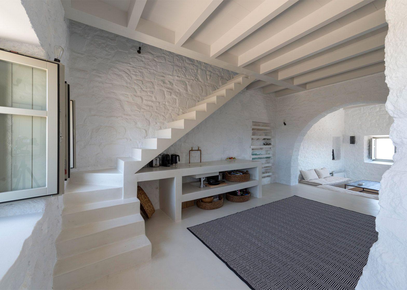 Dorf innenarchitektur greg haji joannides restores interior of greek island house