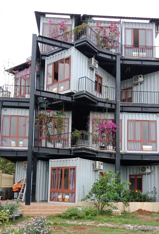 Homestay T&N Container Hotel - Vietnam - Living in