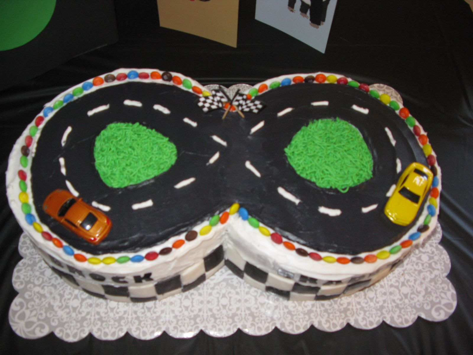 Figure 8 race track birthday cake top view