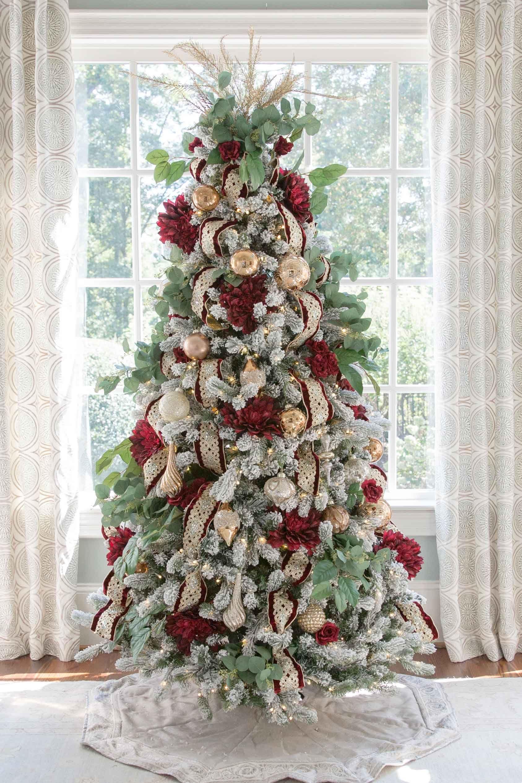 Crimson And Gold Christmas Tree Elegant Christmas Trees Gold Christmas Decorations Christmas Tree Flowers