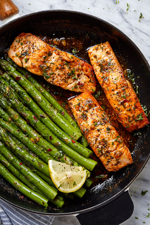 Photo of Garlic butter salmon with lemon asparagus pan