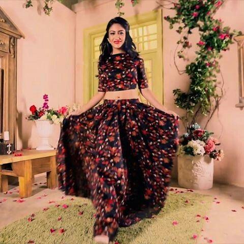 436b36512a27a2 Ladies trendy wear | SURBHI CHANDNA @ ANIKA | Fashion, Surbhi ...