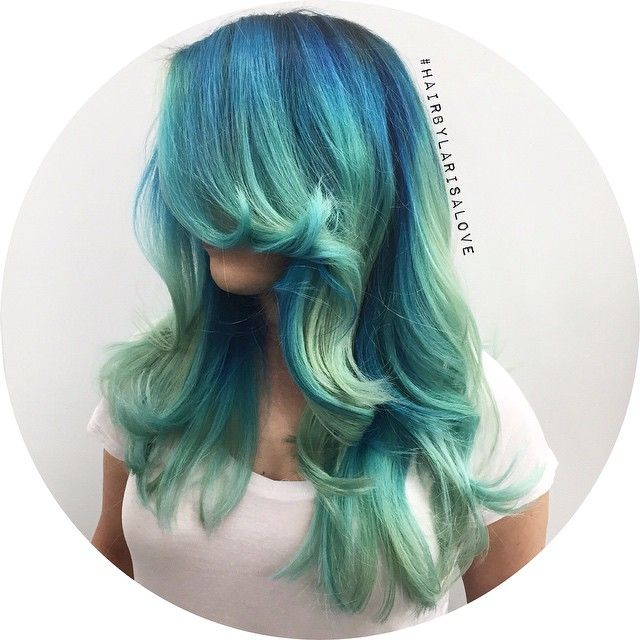 Fun color by @larisadoll! Deep blue root melting to teal to mint. LOVE. | #pravana #pravanavivids #mermaidhair