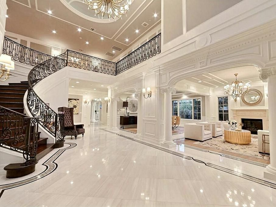 A Fantabulous Home Zillow Traditionalhome Chandelier Fireplace Homedesign Livingroom Livingroom House Design Mansion Interior Luxury Homes Dream Houses