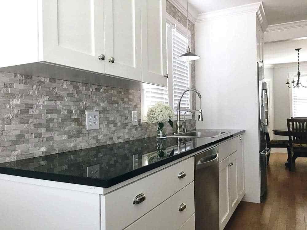 Related image   Black kitchen countertops, Modern kitchen ... on Modern Backsplash For Dark Countertops  id=84477