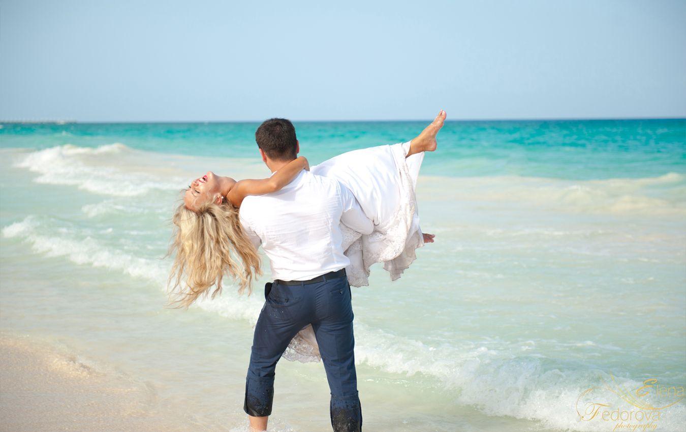 Having fun! #Beach #photo #Wedding #TrashTheDress