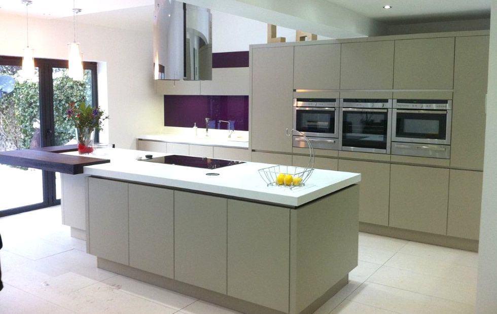 Fine kitchen island hob installed on with overhead for Kitchen design 65 infanteria