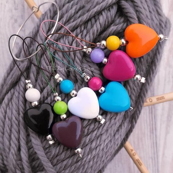 6 Heart stitch markers for knitting  Beaded acrylic  Loop style  Multi Coloured  For needles up  6 Heart stitch markers for knitting  Beaded acrylic  Loop style  Multi Co...