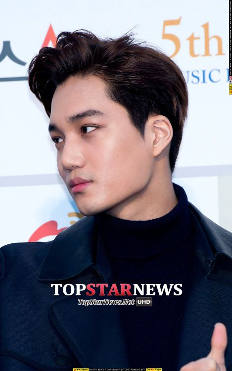 Kai - 160217 5th Gaon Chart K-POP Awards, red carpet Credit: TopStarNews. (제5회 가온차트 케이팝 어워드)