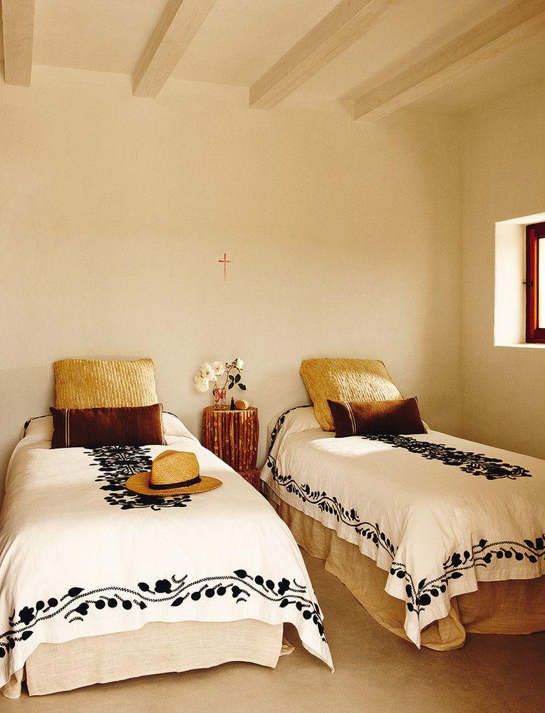 Arte de anfitri n dormitorios en 2019 decoraci n de for Casas rurales con piscina baratas