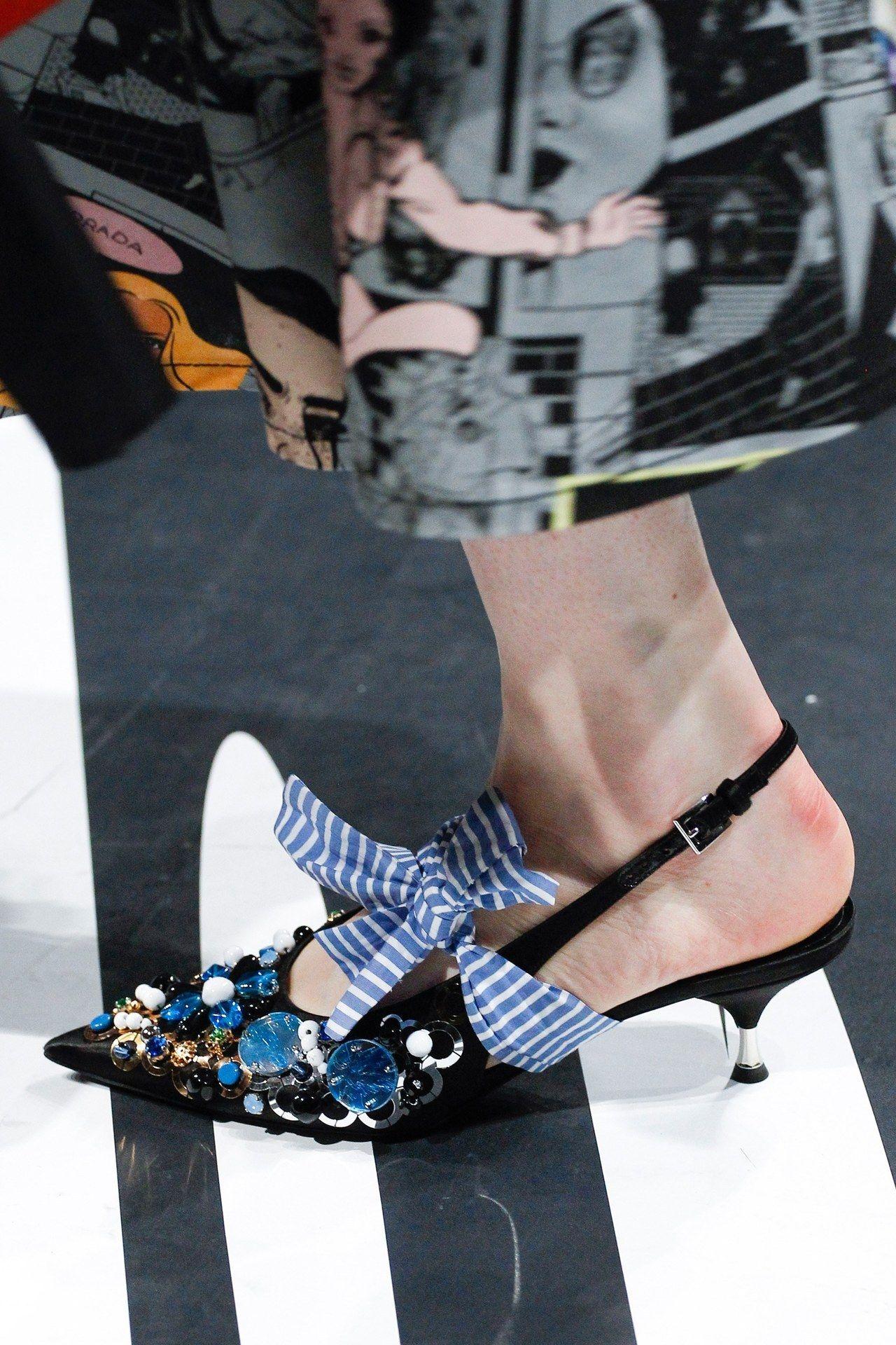 c9e8452975 Prada at Milan Fashion Week Spring 2018. Cerca questo Pin e molto altro su scarpe  di ...