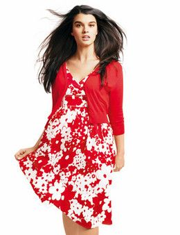 9c008fae0 Vestido con estampado de flores rojas y saco rojo. | Moda femenina q ...