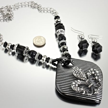 NEW!  BEAUTIFUL FLEUR DE LIS NECKLACE AND EARRING SET.  COLORS ARE BLACK AND SILVER.