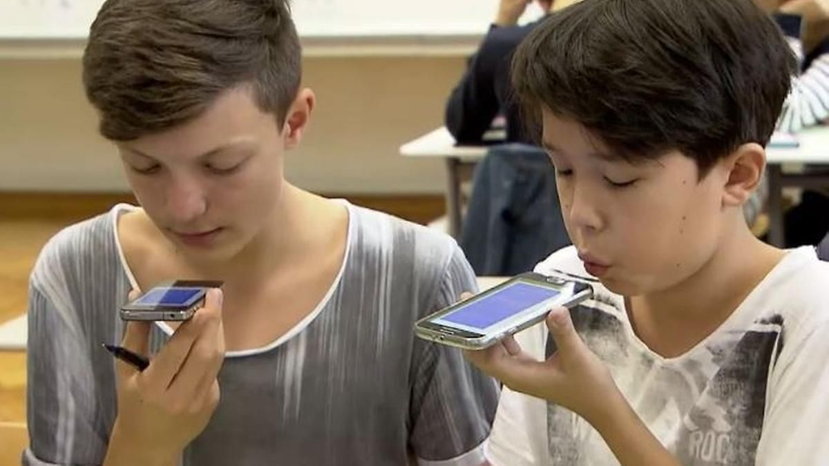 Digitales Lernen: Kultusministerin will Handys im Unterricht erlauben
