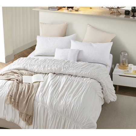 Byb Jet Stream Waves Handcrafted Series Oversized Comforter