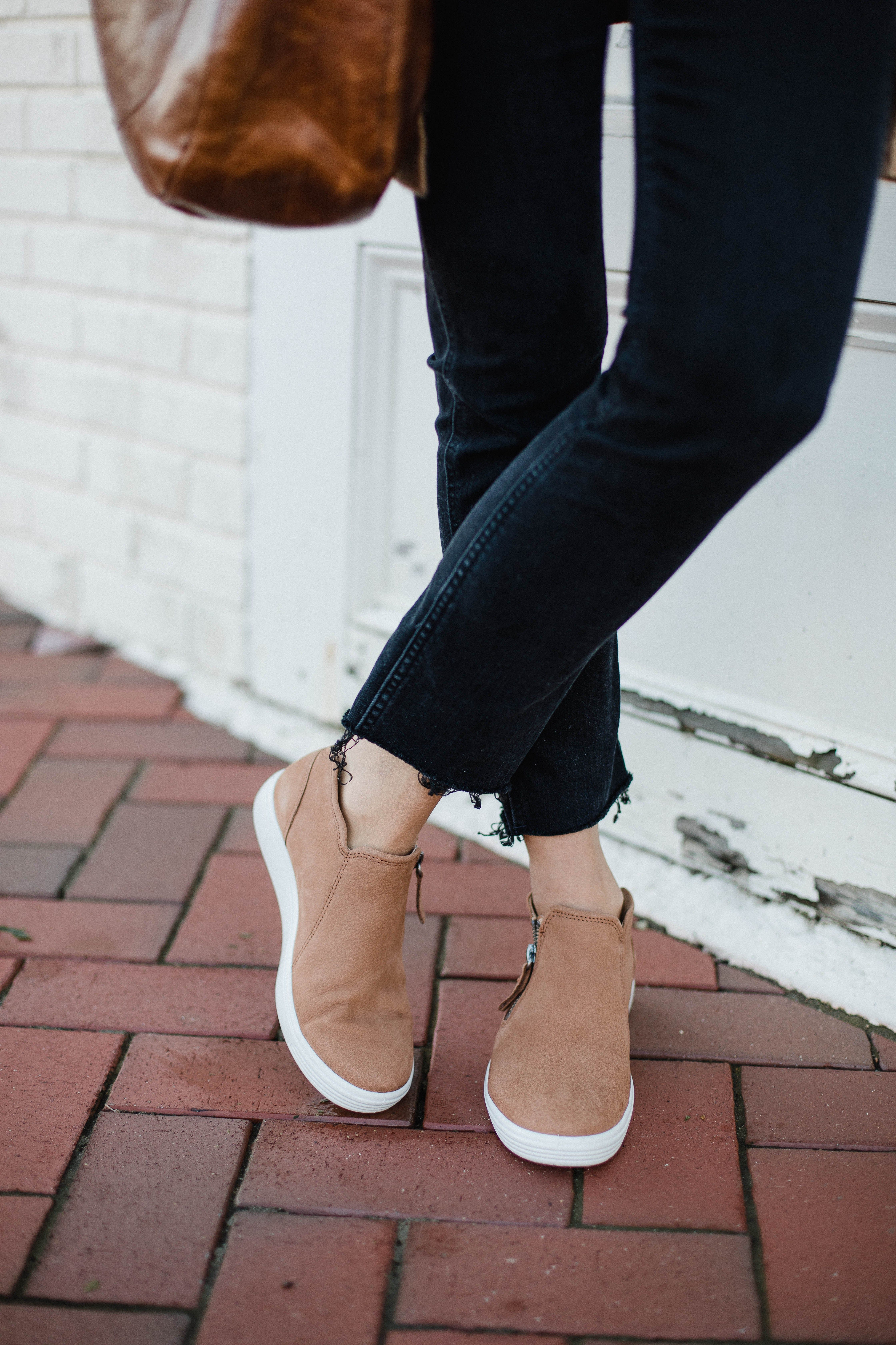 Best Casual Sneakers for Comfort #fallshoes