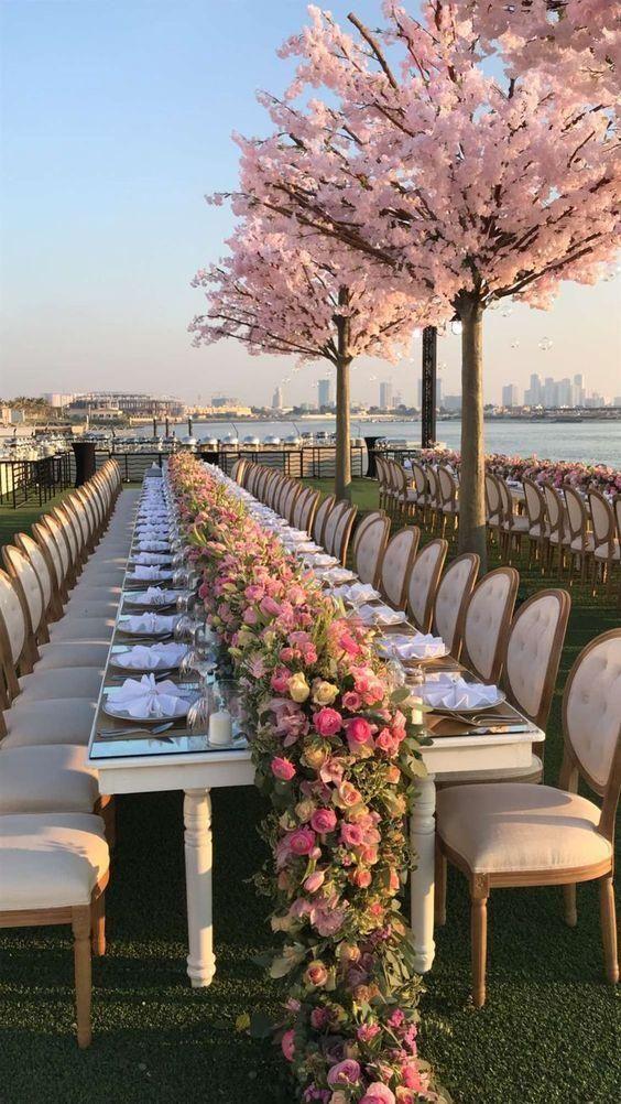 Rosa Hochzeit - Ideen für Brautkleider, Brautjungfernkleid, Kuchen, Blumenstrauß usw.