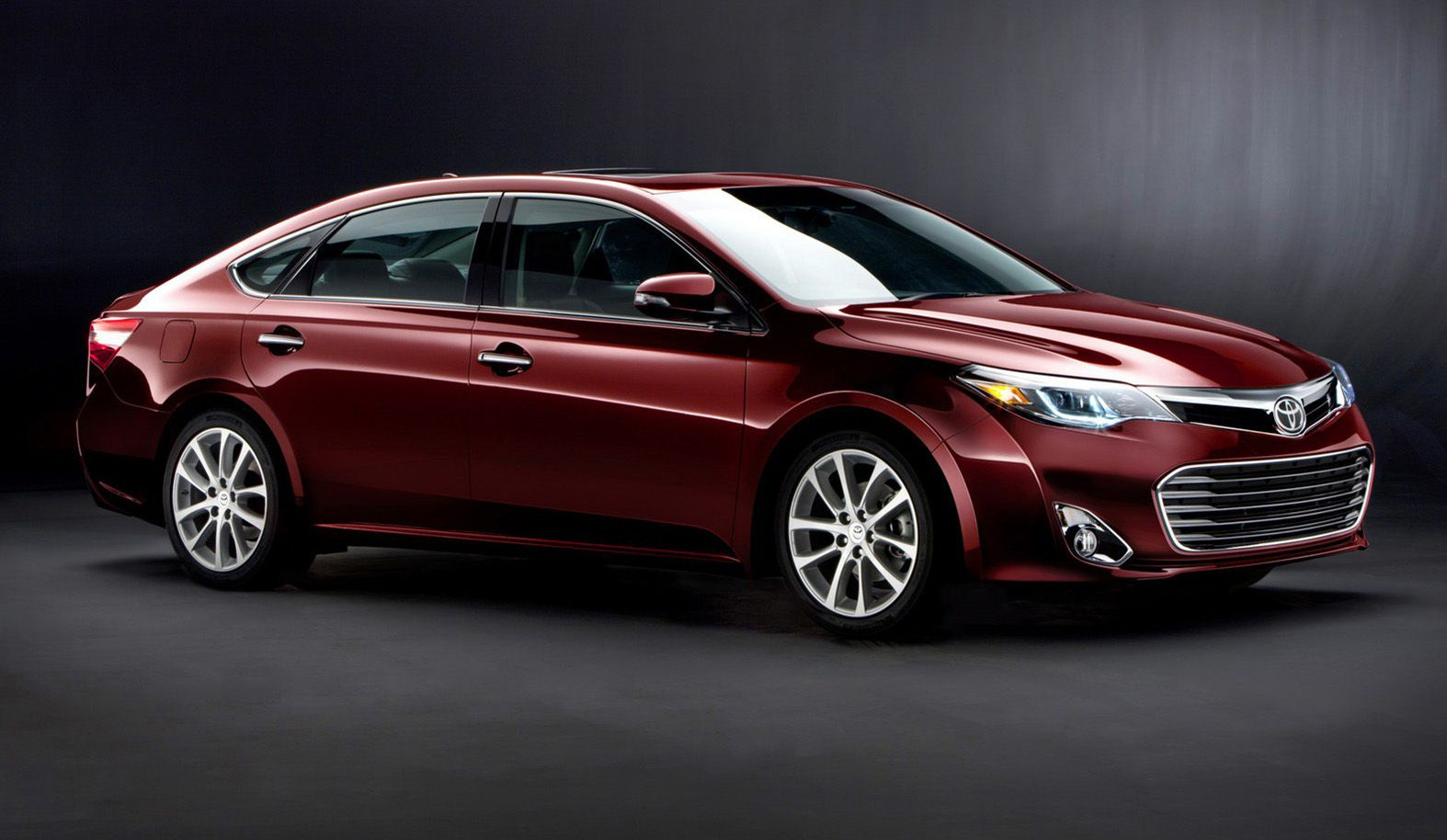 2015 toyota avalon side on top 10 best gas mileage luxury cars