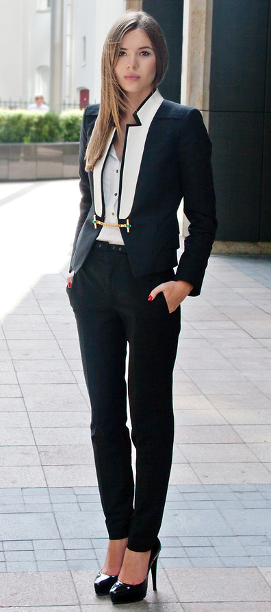 01529a856 Androgynous Chic | Style | Corporate chic, Business fashion, Office ...