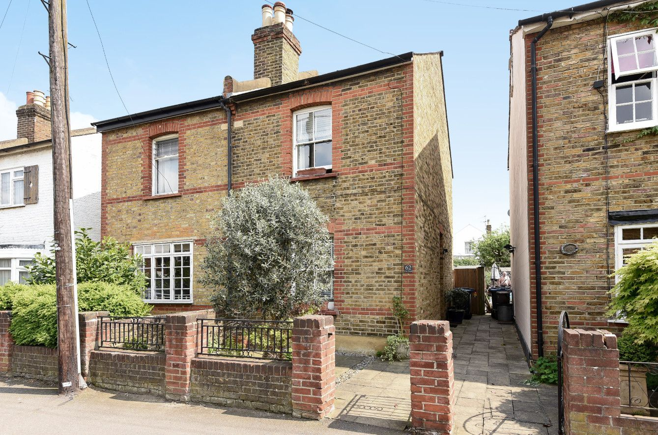 A Delightful Two Bed Two Bath Semi Detached Victorian Home Situated In Popular North Kingston Convenient F Victorian Homes Kingston Upon Thames Semi Detached