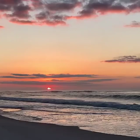 Enjoy this moment of pure bliss from Pensacola Beach. There's nothing like the beach at sunrise.  #ExperiencePcola 🎥@stephgator96